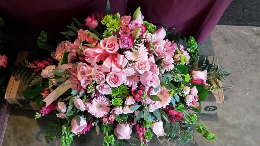 Fantasy Floral Designs: 2656 Hamburg St, Schenectady, NY