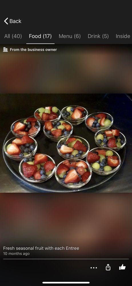 Mimi K's Beaschside Cafe & Market: 360 Flagler Ave, New Smyrna Beach, FL