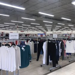 Burlington Coat Factory in Fort Myers features a large number of designer and local brands, all of which are available at a low price point. Parking is easily accessible. Great savings are waiting for you at Burlington Coat Factory in Fort Myers so head on over today and enjoy the Location: South Cleveland Avenue, Fort Myers, , FL.