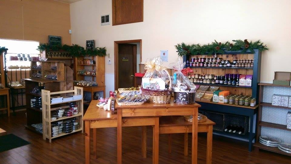 Pacific Hazelnut Candy Factory: 14673 Ottaway Ave NE, Aurora, OR