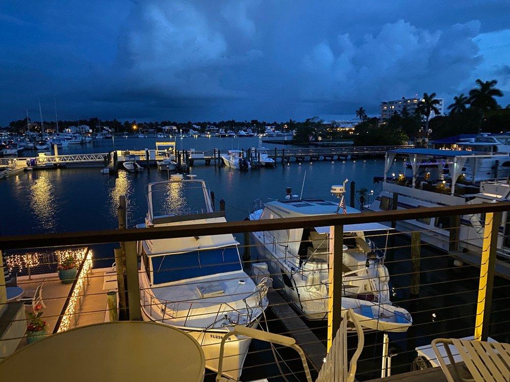 Cove Inn On Naples Bay