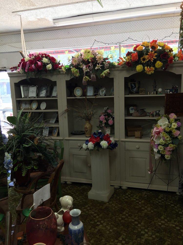 Okmulgee Blossom Shop: 307 W 6th St, Okmulgee, OK