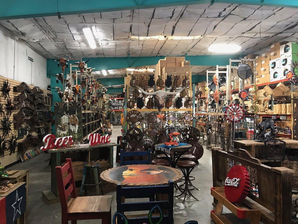El Paso Trading Post: 8600 S Desert Blvd, Vinton, TX