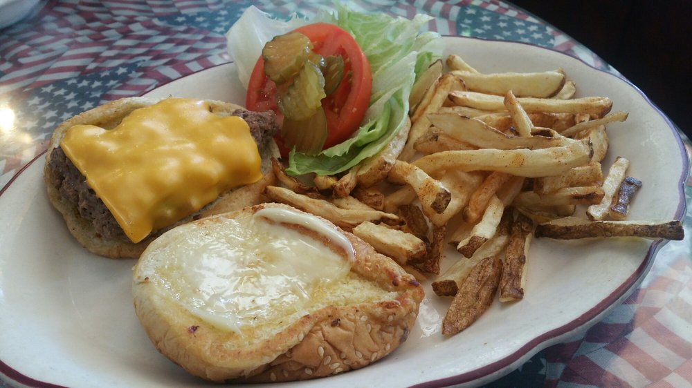 Tina's Diner: 346 California St, Maricopa, CA