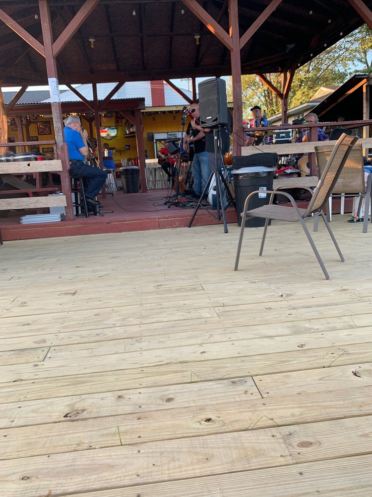 Yellow Dog Saloon & Grill: 2242 Greenville Rd, Cortland, OH