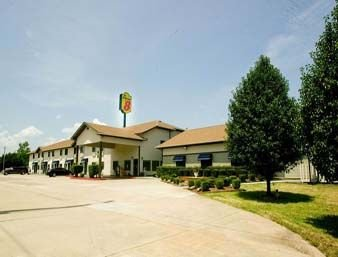 Super 8 by Wyndham Van Buren/Ft. Smith Area: 106 N Plaza Court, Van Buren, AR
