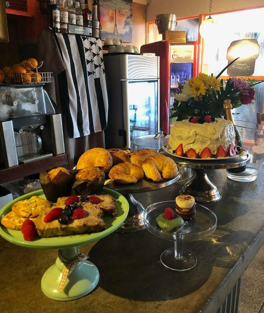 Voo La Voo Cafe: 2430 NE 13th Ave, Wilton Manors, FL