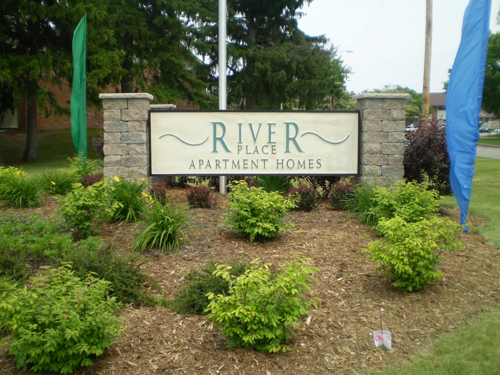 River Place: 4201 W Hawthorne Trace Rd, Brown Deer, WI