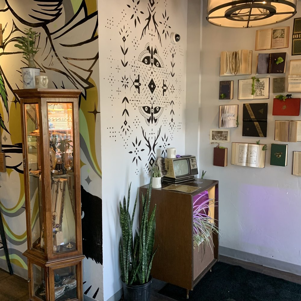 House of Vibes Coffee & Curio: 191 Blue River Pkwy, Silverthorne, CO