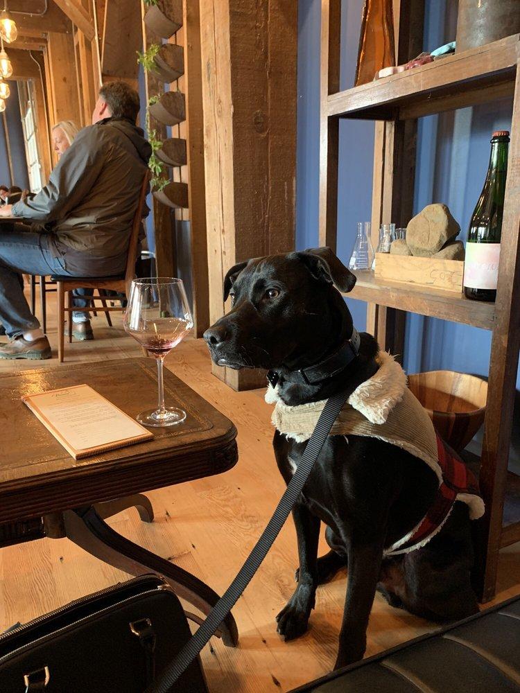 Flaneur Wines: 128 S Pine St, Carlton, OR