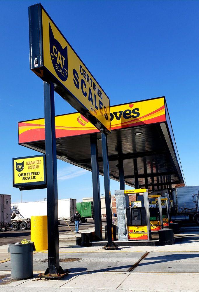 Love's Travel Stop: 400 Steward Rd, Rochelle, IL