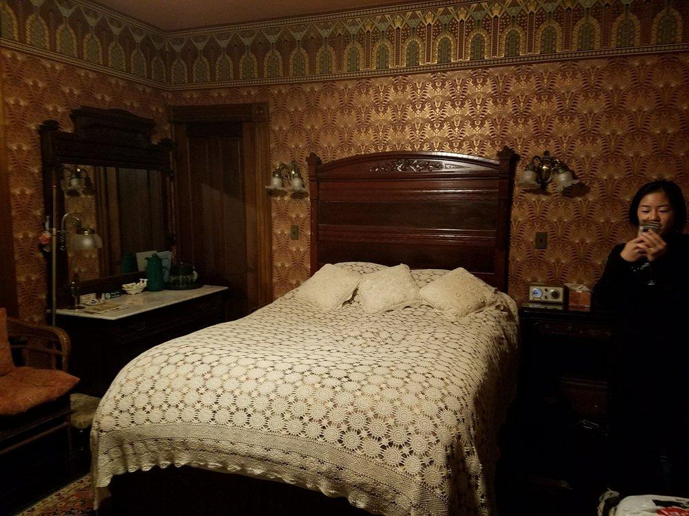 Allen House Victorian Inn: 599 Main St, Amherst, MA