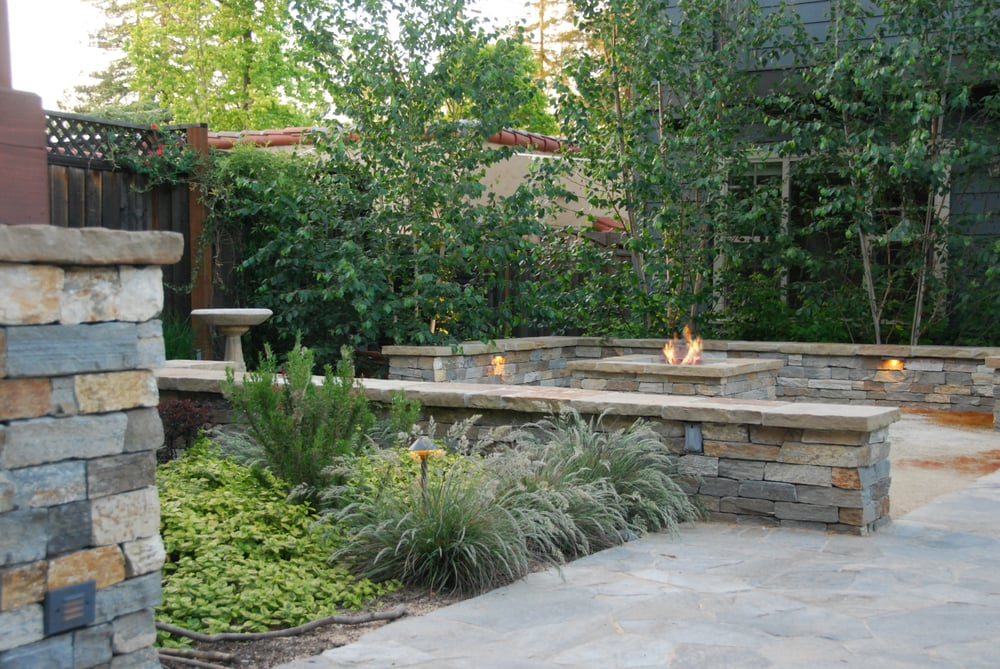 Palo alto back yard fire pit with stone seatwalls for Fine gardens landscaping
