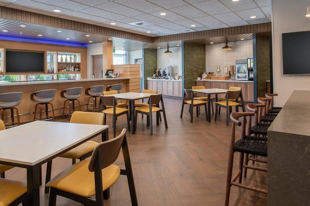 Fairfield Inn & Suites by Marriott Wenatchee: 201 Valley Mall Parkway, East Wenatchee, WA