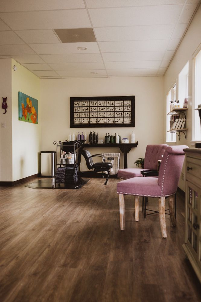 Turning Heads Hair Salon: 1286 Chambers Ave, Eagle, CO