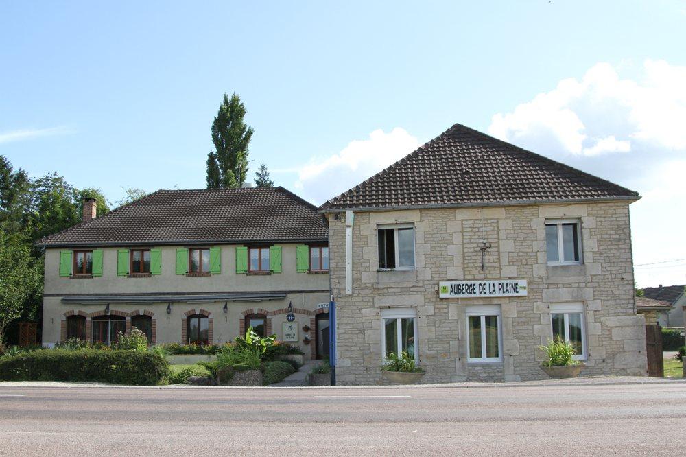 Auberge de la Plaine: 13-15 route de la Plaine, La Rothière, 10