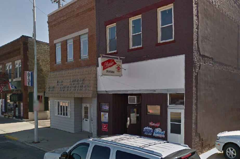 Sportsman's Tavern: 216 E Clark St, Albert Lea, MN
