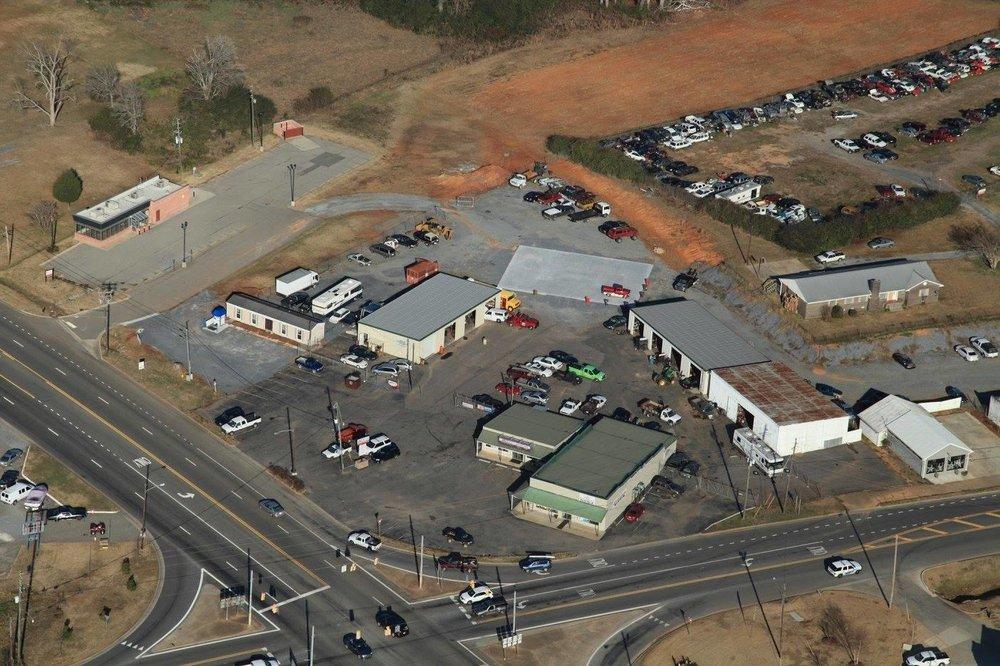 Gill's Service Center: 5350 Hwy 280 W, Harpersville, AL