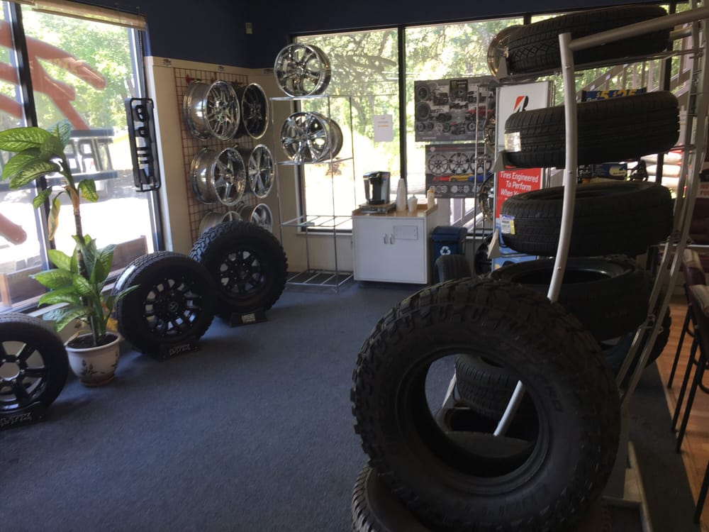 Plaza Tire and Auto Service: 17317 Penn Valley Dr, Penn Valley, CA