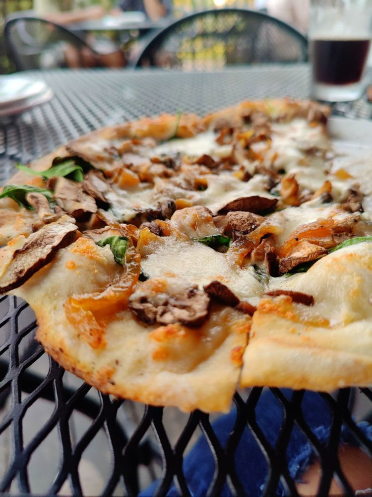 Rustique Pizzeria + Lounge: 13201 Velp Ave, Green Bay, WI