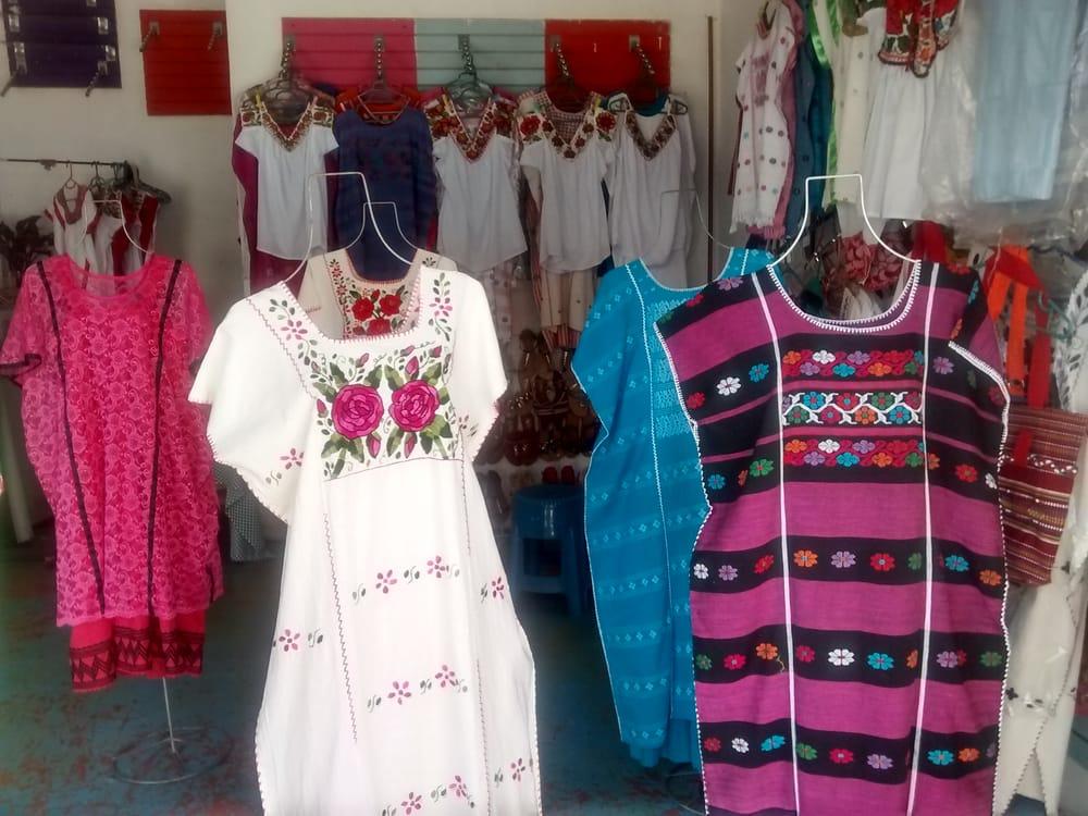 Tienda de Huipiles: 3ra poniente s/n y 5 norte Col. Centro, Puerto Escondido, OAX