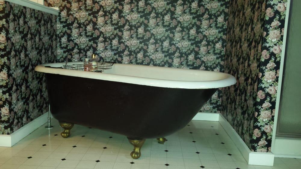 Victorian Garden Bed & Breakfast: 1720 16th St, Monroe, WI