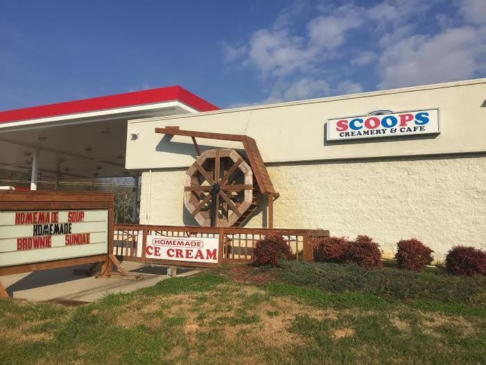 Scoops Creamery & Cafe: 1035 E Franklin St, Hartwell, GA