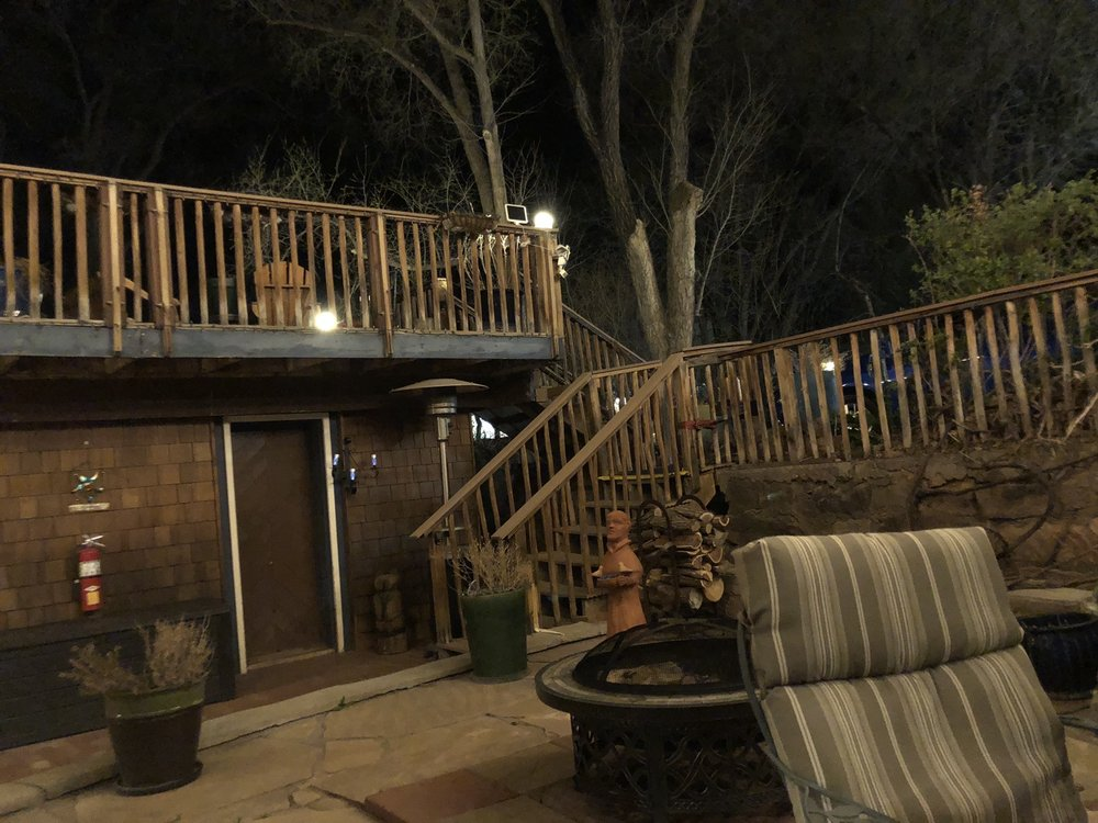 Jemez Mountain Inn: 17555 State Hwy 4, Jemez Springs, NM