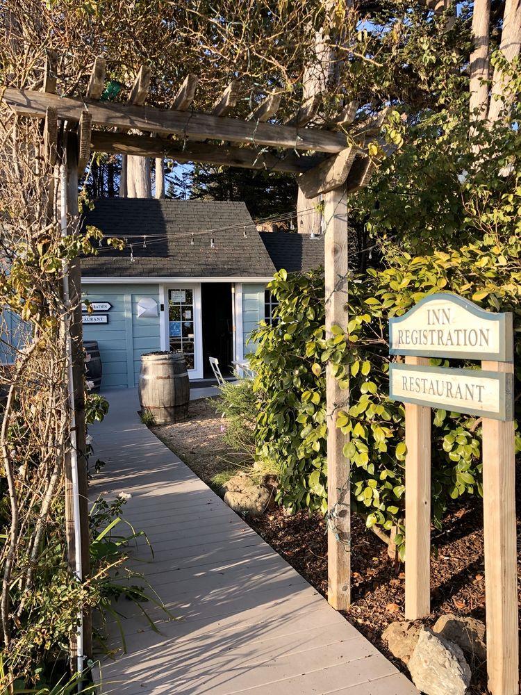 Inn at Schoolhouse Creek: 7051 N Hwy 1, Little River, CA