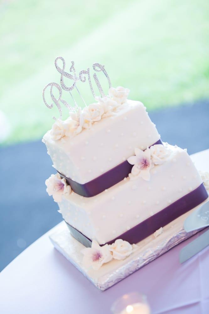Custom Cake Shoppe