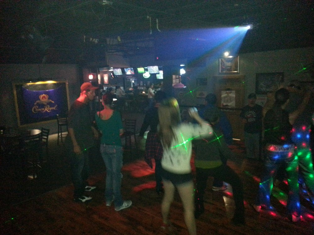 The Duggie Sports Bar: 14952 E Broad St, Reynoldsburg, OH