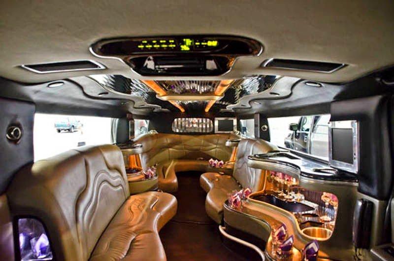 Leonia's Crescent Limousine: 4216 NE Seward Ave, Topeka, KS