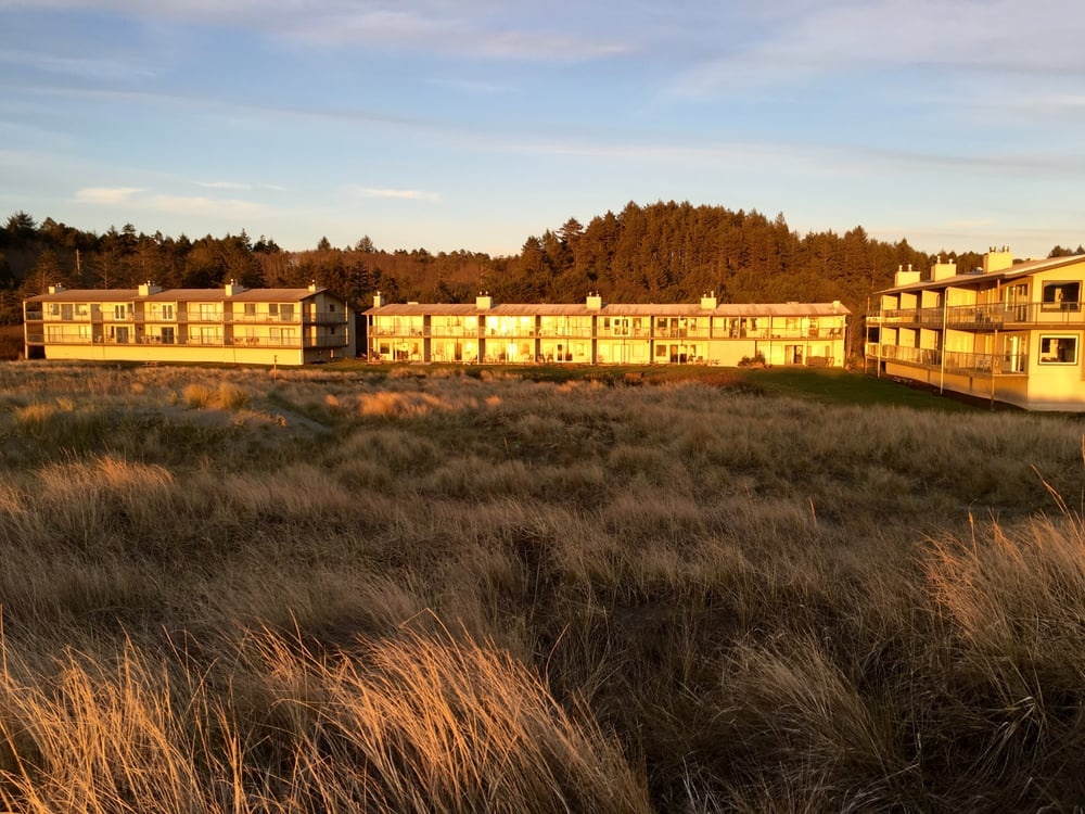 Hi-Tide Ocean Beach Resort: 4890 Railroad Ave, Moclips, WA