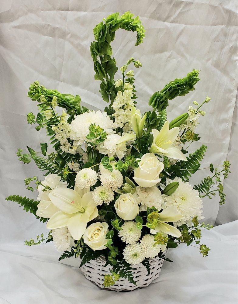 Brenda's Flowers & Gifts: 110 Westgate Dr, Maquoketa, IA