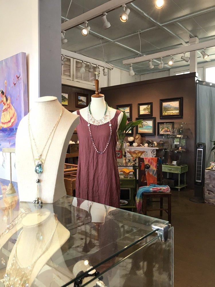 Puuwai Gallery & Veronica Jewels: 3801 Hanapepe Rd, Hanapepe, HI