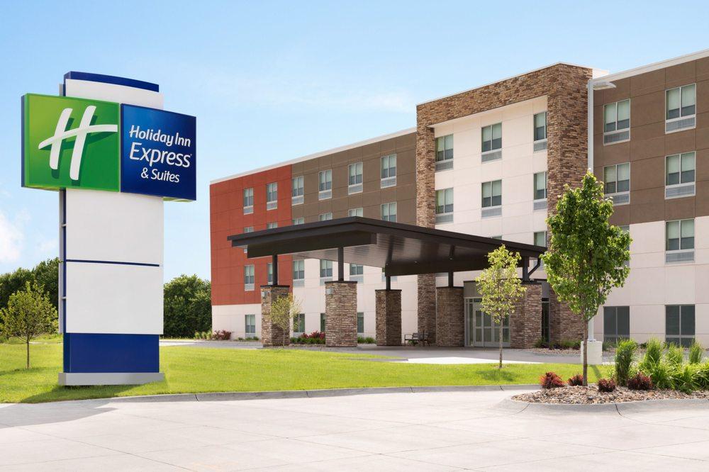 Holiday Inn Express & Suites Brighton: 7850 Nemco Way, Brighton, MI