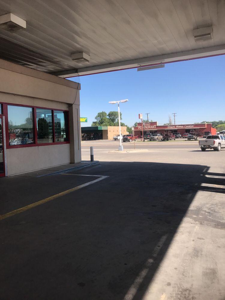 Giant Industries: 122 NE Aztec Blvd, Aztec, NM