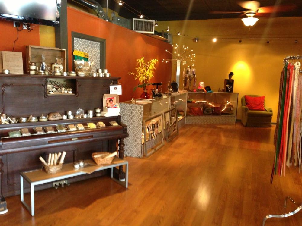 LaynaBella's: 112 W Main St, Ottawa, IL