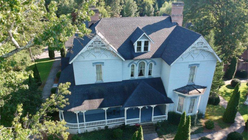 Falcon Rest Mansion & Gardens: 2645 Faulkner Springs Rd, Mc Minnville, TN