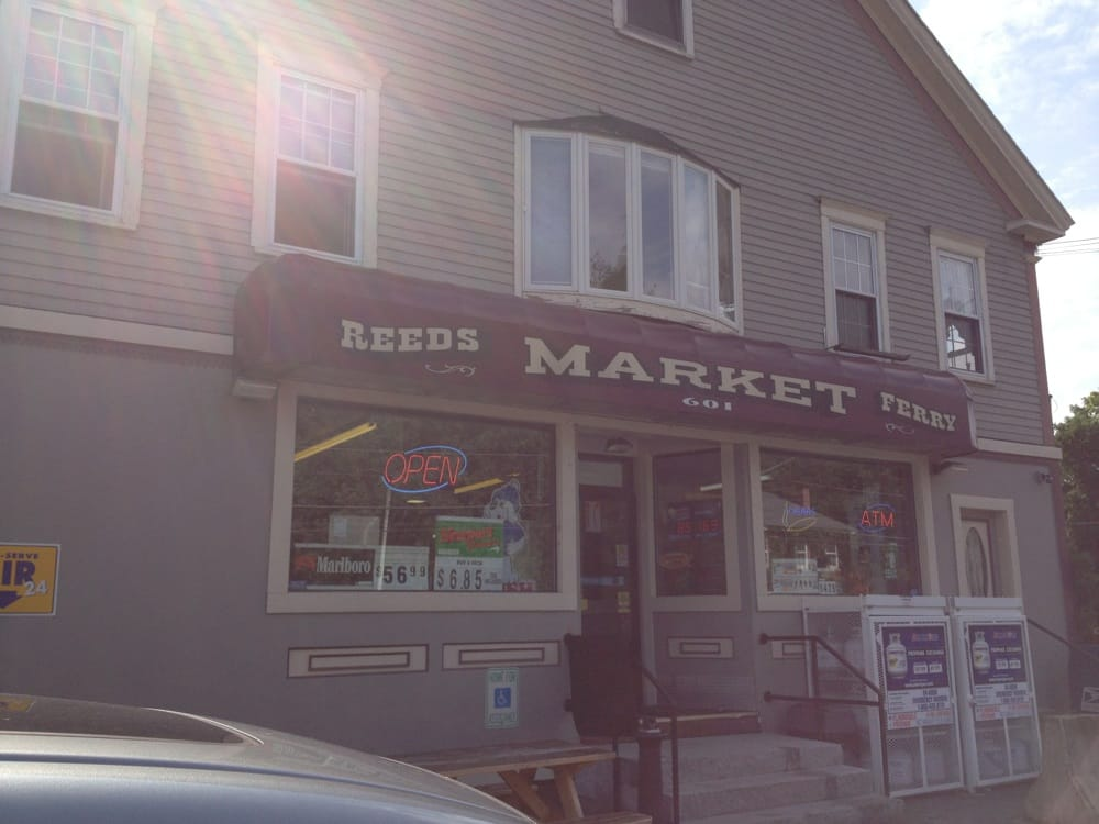 Reeds Ferry Market: 601 Daniel Webster Hwy, Merrimack, NH