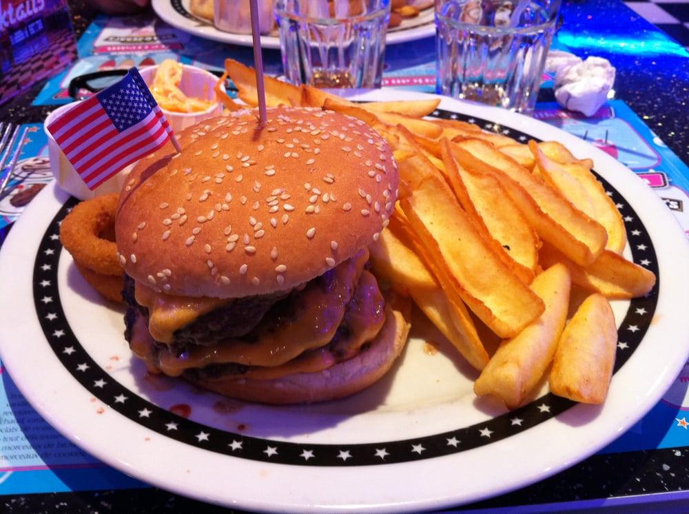 Memphis burger, magistral ! Avec de super frites, sa sauce originale ...