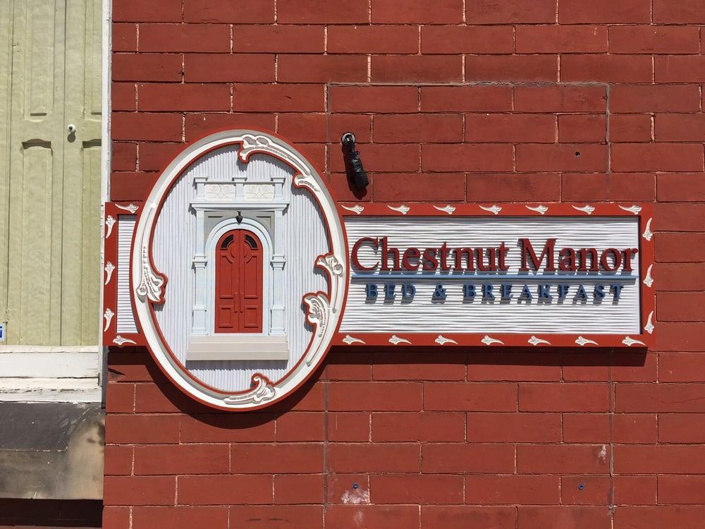 Chestnut Manor Bed & Breakfast: 55 Chestnut St, Lewistown, PA