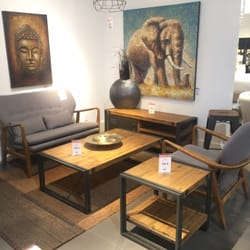 Structube home decor 5925 boulevard robert bourassa for Home decor quebec