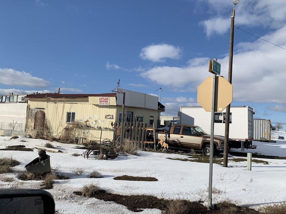 Tumbleweed Grocery & Gas: 93458 4th St, Shaniko, OR