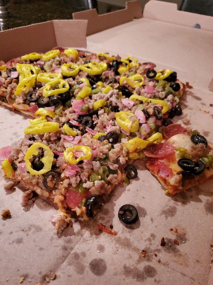 Johnston's Lakehouse Pizza: 12404 Lancaster Street, Millersport, OH