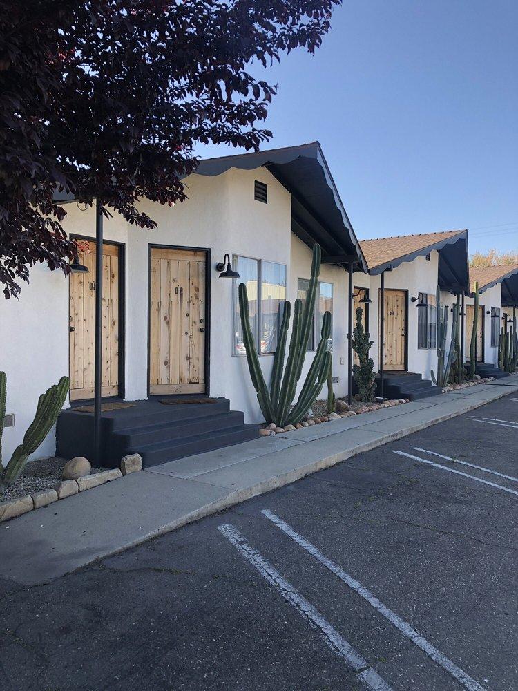 Alamo Motel: 425 Bell St, Los Alamos, CA
