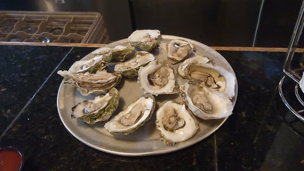 The Full Moon Oyster Bar-Clemmons: 1473 River Ridge Dr, Clemmons, NC