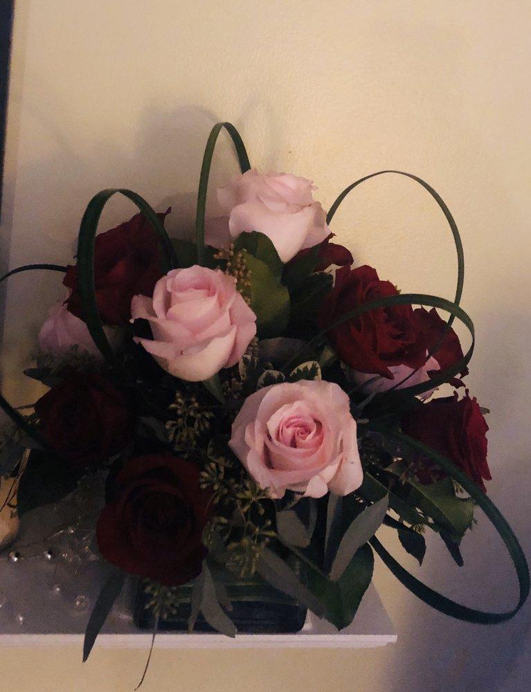 Maria's Flowers: 218 W Chocolate Ave, Hershey, PA