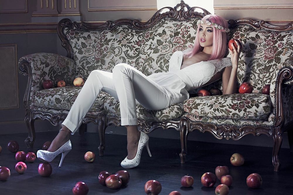 blanche neige des temps moderne photo sylvio testa makeup tordella catherine stylisme le salon. Black Bedroom Furniture Sets. Home Design Ideas