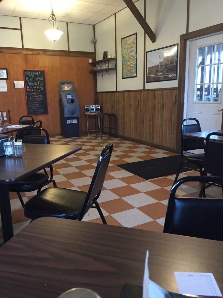 Alice & Woody's Restaurant: 36724 Highway 11, Buras, LA